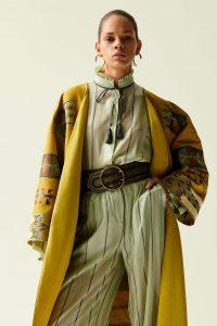 Blusas de tecido são marcadas pela elegância e versatilidade